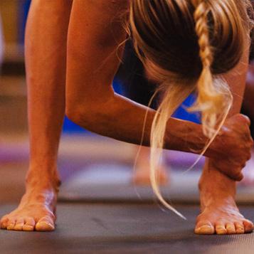 Dejta Hemma Yoga
